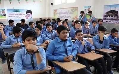 دانشآموزان پسر نسبت به دختران افت تحصیلی بیشتری داشتهاند