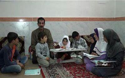 مشق فداکاری معلم برای دانشآموز معلول خود