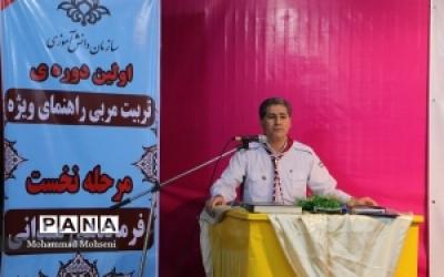تاکید بر وحدت همه اقوام ایرانی و پرهیز از تفرقه افکنی
