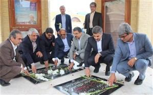 عطر افشانی و گل گزاری قبور مطهر شهدا به مناسبت روز امور تربیتی در بوشهر
