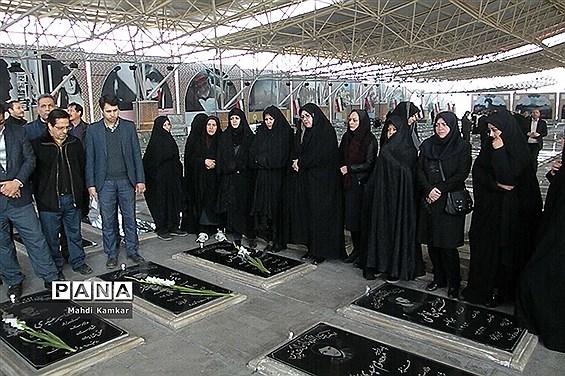 همایش پیاده روی میثاق با شهیدان به مناسبت هفته امور تربیتی در تبریز