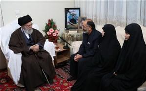 حضور رهبر انقلاب در منزل شهید بایرامی، از شهدای ناجا
