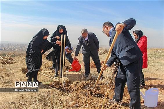 مراسم درختکاری شهرداران مدارس تبریز در تفرجگاه عون بن علی