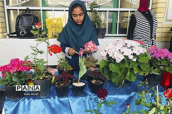 سومین  بازارچه مشاغل دانش آموزان در دبیرستان قاضی