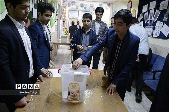 نهمین دوره انتخابات مجلس دانش آموزی قم