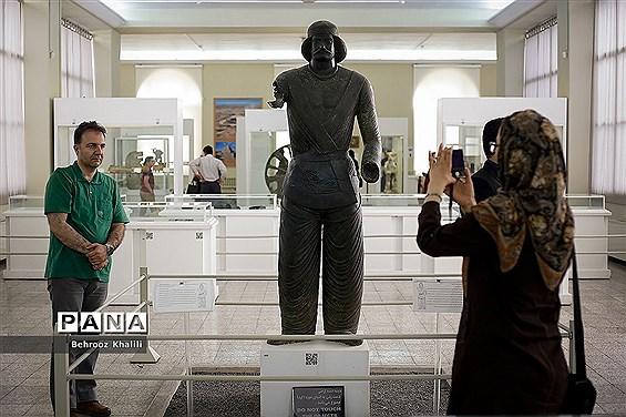 بازدید نوروزی از موزه ایران باستان در تهران