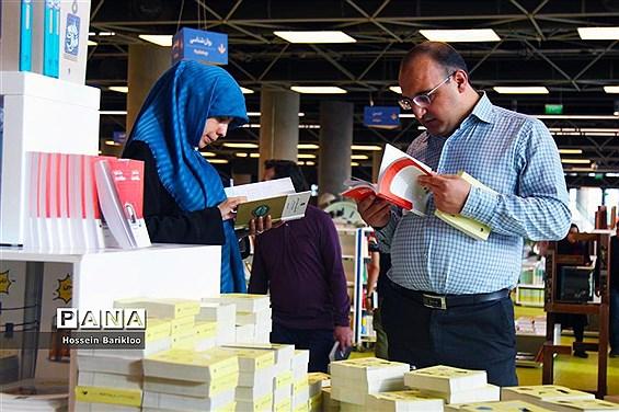 بازدید مسافران نوروزی از باغ کتاب تهران