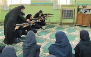 آموزش کار با اسلحه به دانش آموزان دختر شهرستان فیروزکوه
