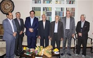قدردانی نمایندگان استان یزد از مدیران کل سابق آموزش و پرورش استان در روز معلم