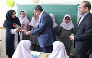 تجلیل معاون سیاسی و امنیتی استاندار همدان از معلمان روستای چشین