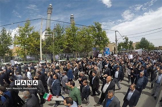 راهپیمایی ضد آمریکایی مردم ارومیه بعد از نماز جمعه