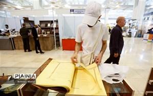 صحافی رایگان قرآن های مستعمل در نمایشگاه قرآن