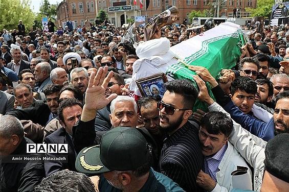 مراسم تشییع پیکر حجت الاسلام حسنی در ارومیه
