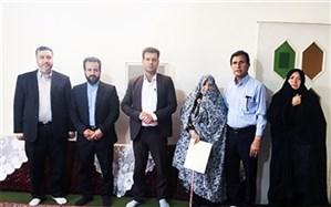 مدیر آموزش و پرورش ناحیه 2 شهر ری از خانواده فرهنگی شهید تجلیل کرد