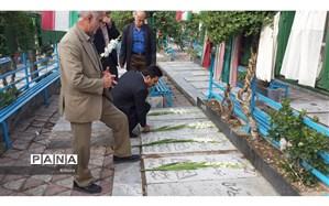 ادای احترام مدیر سازمان دانش آموزی البرز به مقام شامخ شهدا در سالروز آزادسازی خرمشهر