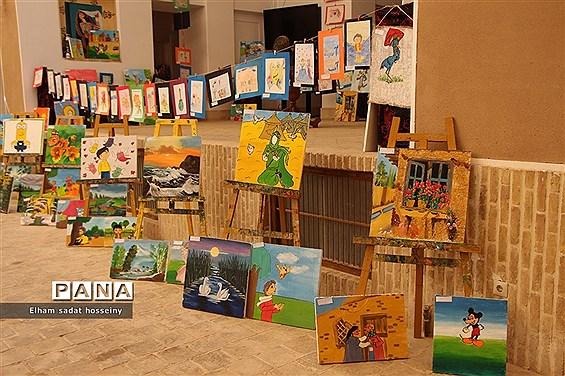 گشایش نمایشگاه نقاشی کودکان مارال در یزد