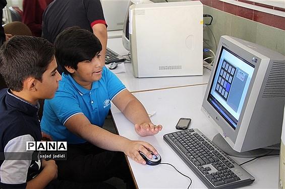 رقابت برگزیدگان مسابقات دانشآموزی تورنی تیم  ریاضی یزد