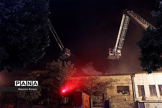 عملیات اطفاء حریق در خیابان امیرکبیر تهران