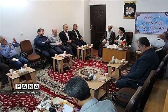 نشست صمیمی جانبازان شیمیایی با نماینده ولی فقیه در استان سمنان
