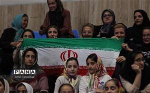 فرزاد آشوبی: فضای ورزشگاهها مطلوب نیست ولی دلیل نمیشود حق حضور زنان در ورزشگاه را به رسمیت نشناسیم
