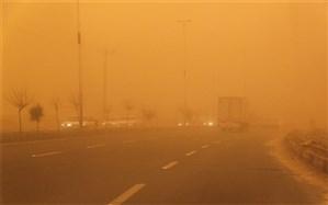 توفان گرد و خاک  و رعد و برق در راه سیستان و بلوچستان