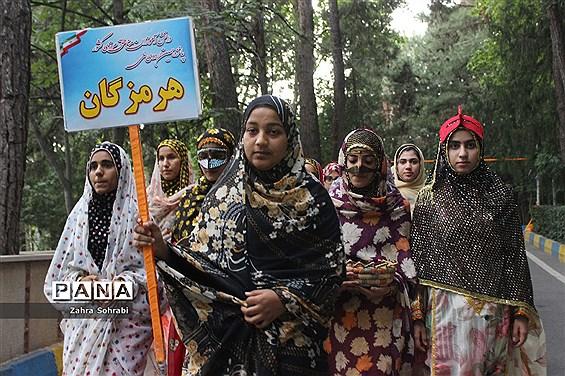 حضور دانشآموزان دختر مناطق مرزی کشور در اردوگاه شهید باهنر تهران