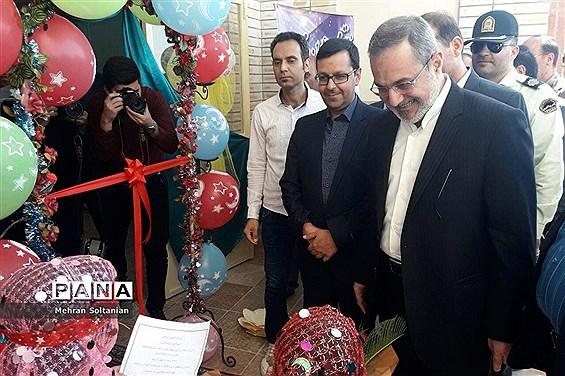 بازدید بطحایی از روند آمادهسازی دبستان شهید بدیهی ناحیه ۴ اصفهان