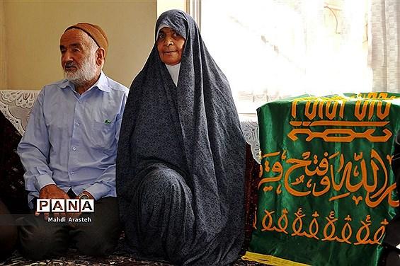 دیدار خادمان رضوی با خانواده شهید عربزاده