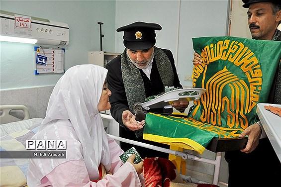 دیدار خادمان رضوی با بیماران بیمارستان شهدای قاین