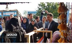 """بازدید معاون رئیس جمهور از نمایشگاه """"لباس اقوام و حمایت از تولید کنندگان پوشاک ایرانی"""" در کرج"""