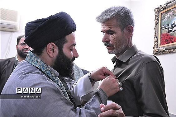 اهدای مدال افتخار رضوی به  جانباز35درصد نهبندانی