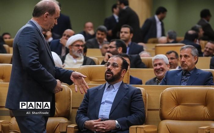 امیری: برای کسی که نخواهد تسلیم جو و فضاهای سیاسی کاذب شود، مزاحمت ایجاد میکنند