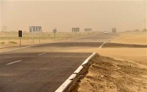 توفان و آلودگی هوا ادارات منطقه سیستان را تعطیل کرد