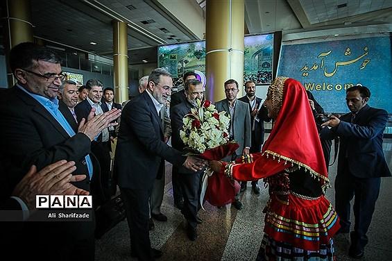 ادای احترام وزیر آموزش و پرورش  بر سر مزار شهدای گمنام در مشهد