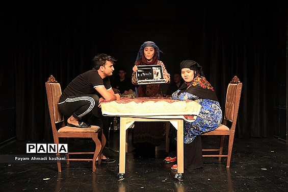 اجرای تئاتر «خروس»