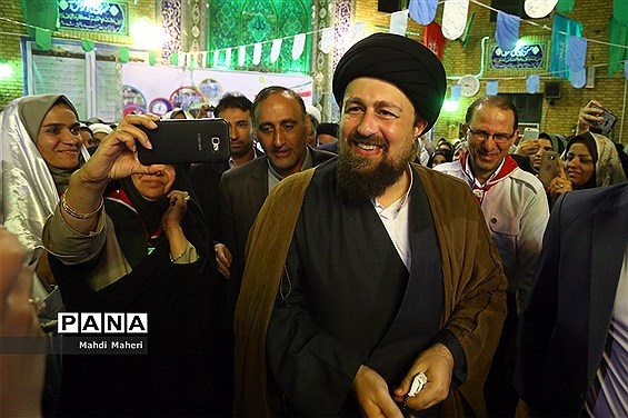 برپایی نماز جماعت مغرب و عشا دانشآموزان پیشتاز دختر به امامت سیدحسن خمینی