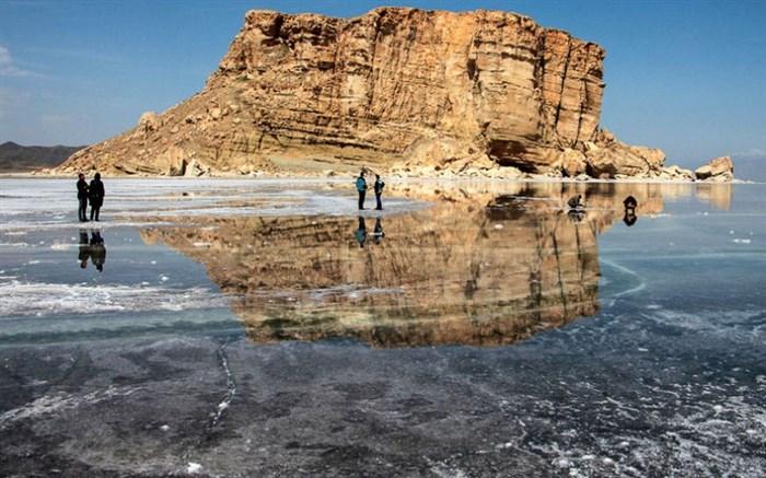 زارع، استاد پژوهشگاه زلزلهشناسی: برداشت آب امکان وقوع زلزله در دریاچه ارومیه را افزایش داده است