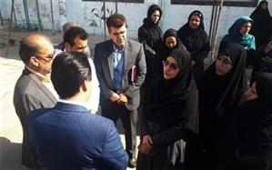 بازدید معاون آموزش ابتدایی وزیر آموزش و پرورش از ثبت نام دانش آموزان در مدارس