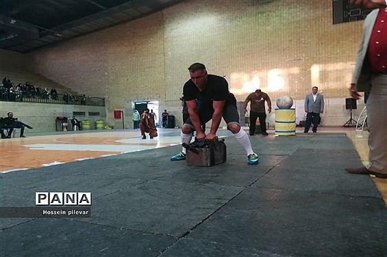 اولین دوره از مسابقات منفی 105کیلو گرم   قویترین مردان  با داوری حسین مصدق