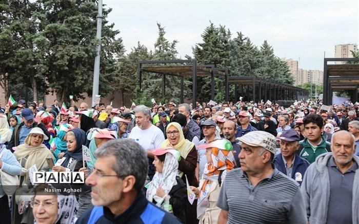 همایش پیاده روی خانوادگی بازنشستگان شهرداری تهران