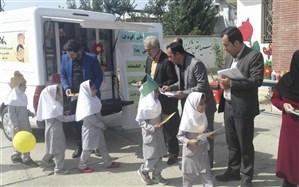 کودکان روستاهای گالیکش صاحب کتابخانه سیار شدند
