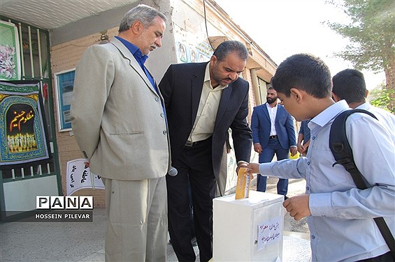 جشن عاطفهها دردبیرستان شهید نواب صفوی شهرستان بیرجند