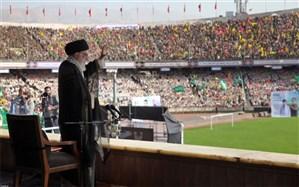 رهبر انقلاب: اگر دشمن در ما احساس قدرت و وحدت را ببیند، عقبنشینی میکند