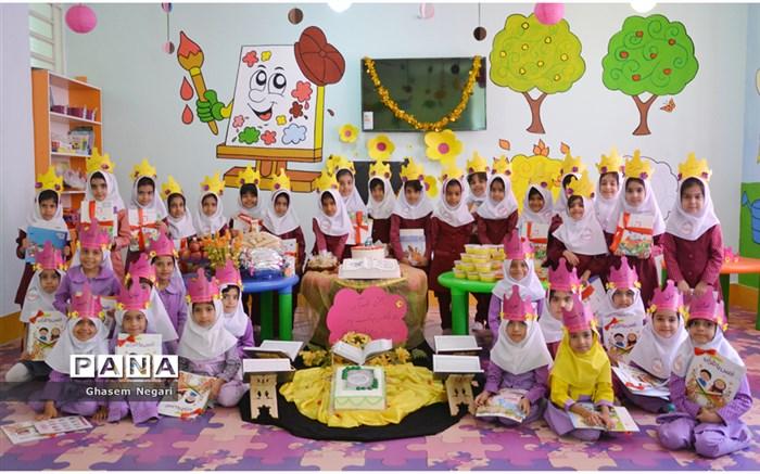 جشن قرآن آموزی کلاس اولی ها در دبستان دخترانه روشنا رودان برگزار شد
