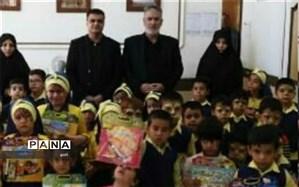 بازدید شهردار و نایب رئیس شورای شهر با کودکان مهدکودک