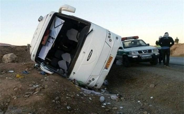انتقال مصدومان واژگونی اتوبوس تبریز به مراکز درمانی/عملیات ادامه دارد