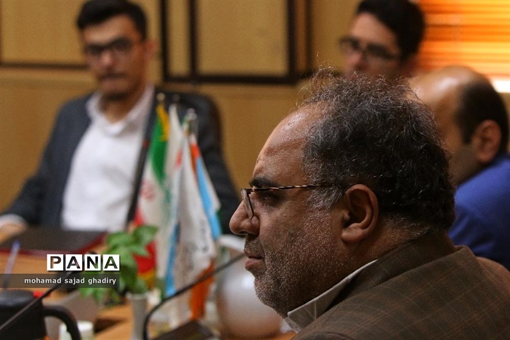 نشست نمایندگان مجلس دانشآموزی با مدیرکل آموزش و پرورش شهر تهران