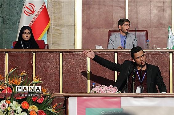 نطق های نمایندگان در دومین روز  نخستین نشست نهمین دوره مجلس دانشآموزی