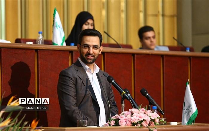 وزیر ارتباطات در مجلس دانشآموزی: مطالبه بدون مطالعه مسیر کشور را به جاهای غلط میبرد