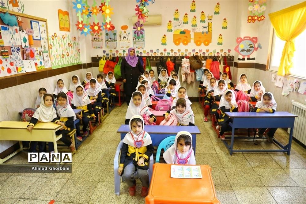 تور یکروزه بازدید از مدرسه مهرگان و بنیاد حریری بابل